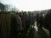 Čermenští a ostatní, zmrzlí, ale trpělivě čekající na osazení kříže